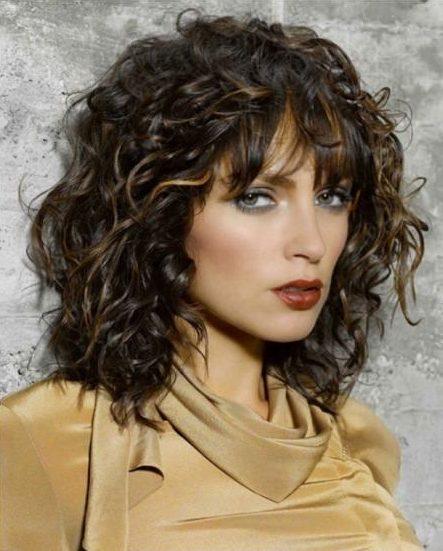curly-cotoure-medium-layered-haircuts