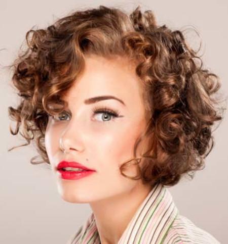 dramatic-ringlets-short-wavy-hairstyle