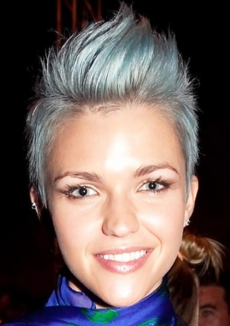 asymmetrical-pixie-faux-hawk-punk-hairstyles-for-women