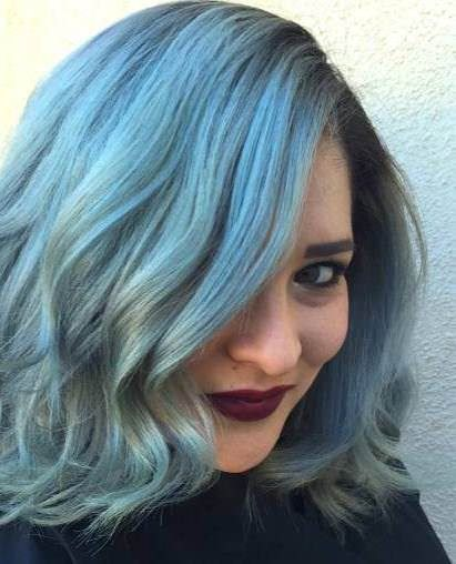 Blue hairstyles for round faces