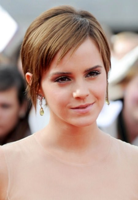side-parted-pixie-short-hairstyles-for-women