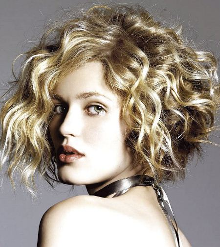 blonde short haircuts for curly hair